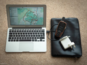 Picture showing a MacBook Air and Garmin GPSMap 64s