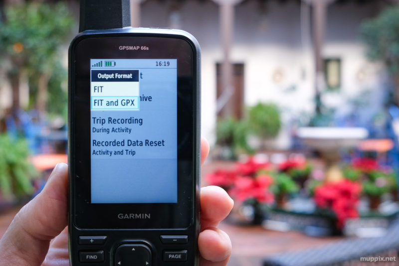 Screenshot showing a choice between FIT and FIT with GPX as output format on Garmin's GPSMap 66
