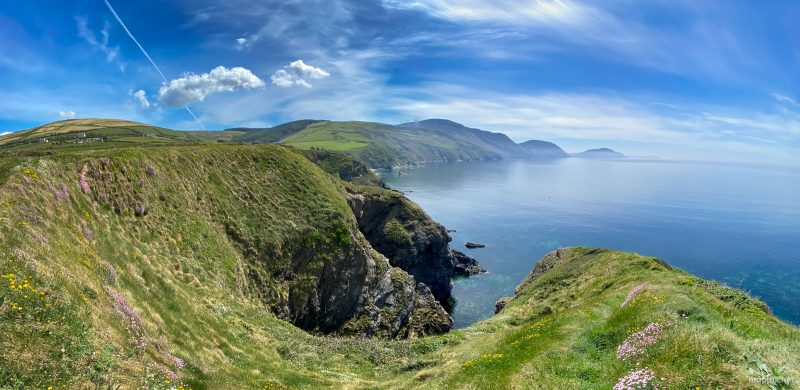 Panorama shot of a dramatic coastline in beautiful sunshine